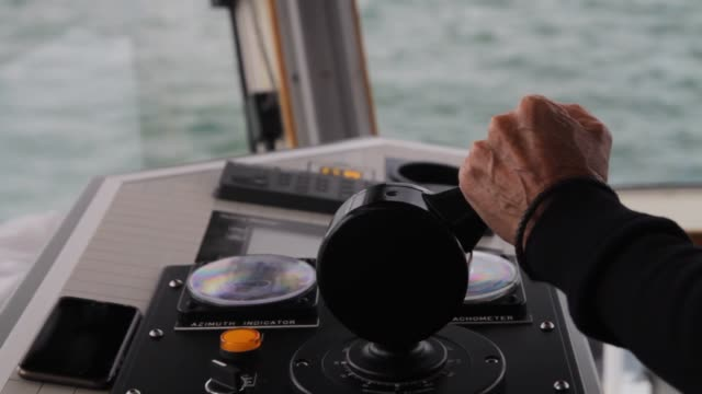 vidéos et rushes de interior of tugboats showing off controls as the captain drives the ship in montreal canada on september 14 2016 shots captain martin truchon in his... - remorqueur