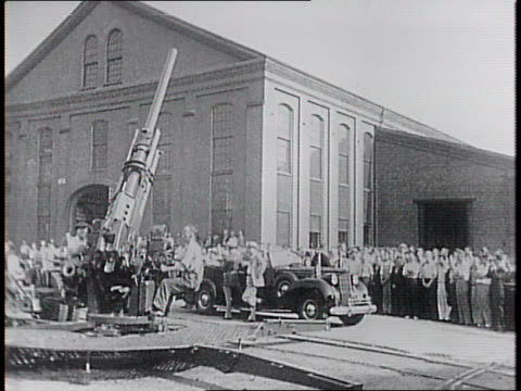 interior of watertown army arsenal and it's big artillery guns / an anti-aircraft gun turns in front of the building as frd watches from convertible. - gun stock videos & royalty-free footage
