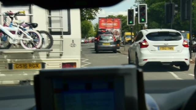 interior point of view shots inside ambulance travelling through streets in high speed audio siren on august 31 2015 in birmingham england - 乗り物の明かり点の映像素材/bロール