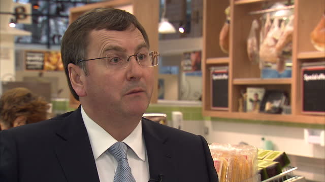 interior shot interview with philip clarke tesco chief executive philip clarke reassures customers over tesco meat on february 26 2013 in london... - 馬肉点の映像素材/bロール