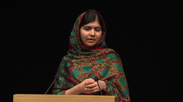 interior shot malala retelling how she found out she had won the award and how it has spurred her on to achieve even more for children's rights and... - ノーベル平和賞点の映像素材/bロール