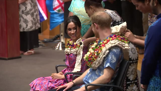interior shot of prince harry duke of sussex and meghan duchess of sussex being presented with traditional south pacific lei during their visit at... - ロイヤルツアー点の映像素材/bロール