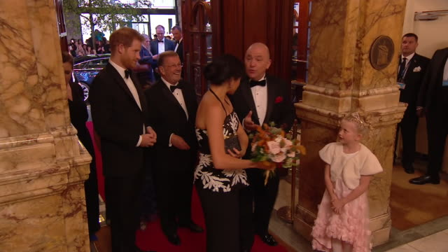 stockvideo's en b-roll-footage met interior shot of prince harry duke of sussex and meghan duchess of sussex attending the royal variety performance 2018 at london palladium on... - london palladium
