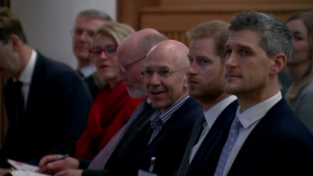 vídeos de stock e filmes b-roll de interior shot of prince harry duke of sussex at king's college london on 14 march in london united kingdom - king's college
