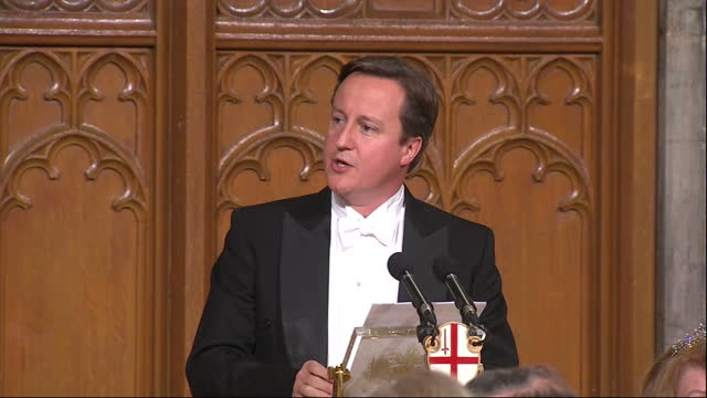 vídeos de stock, filmes e b-roll de interior shot prime minister david cameron addresses an audience at the mansion house guildhall on the eu that the uk leaving would not be in the... - david cameron político