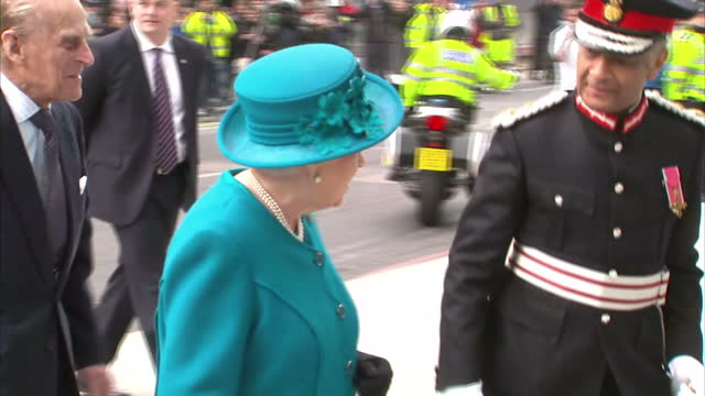 vídeos de stock, filmes e b-roll de interior shot queen elizabeth ii and prince philip duke of edinburgh arrive at new national cyber security centre getting out of car and walking into... - 2017