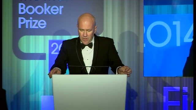 interior shot richard flanagan accepting award and poetically explaining what his idea of literature is on october 14 2014 in london england - booker prize stock-videos und b-roll-filmmaterial