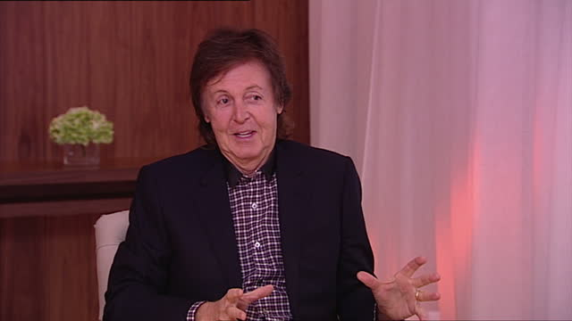 interior shot sir paul mccartney, former member of the beatles, talks about what pop records he enjoys. he says he likes katy perry, justin... - paul mccartney stock videos & royalty-free footage