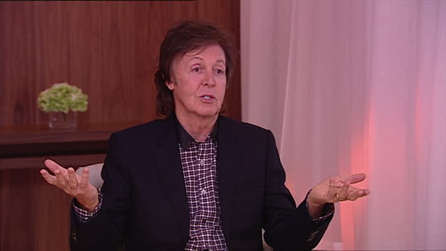 interior shot sir paul mccartney, former member of the beatles, talks about one direction. he says he likes one direction and calls them 'young,... - paul mccartney stock videos & royalty-free footage