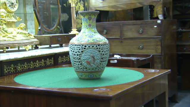 interior shots 18th century qianlong dynasty porcelain vase on display at bainbridge auctioneers. a chinese vase discovered during a routine clear... - vase stock videos & royalty-free footage
