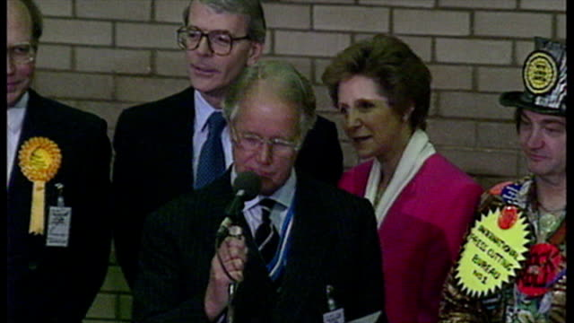 interior shots 1992 general election huntingdon declaration with john major prime minister being reelected as member of parliament for the huntington... - collegio elettorale video stock e b–roll