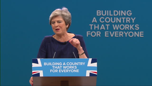 vídeos de stock, filmes e b-roll de interior shots and cutaways as prime minister theresa may addresses the conservative party conference on october 04 2017 in manchester england - partido conservador britânico