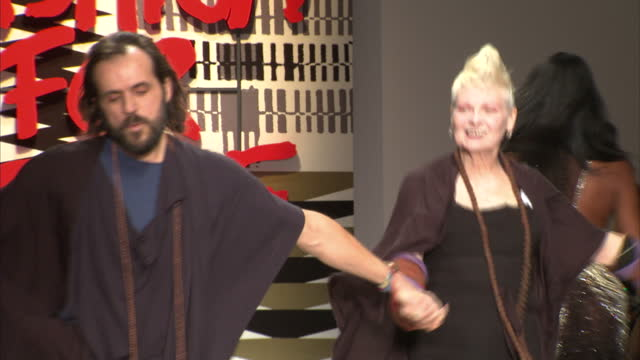 vidéos et rushes de interior shots andreas kronthaler and dame vivienne westwood on runway catwalk at fashion for relief charity fashion show on february 20 2015 in... - westwood