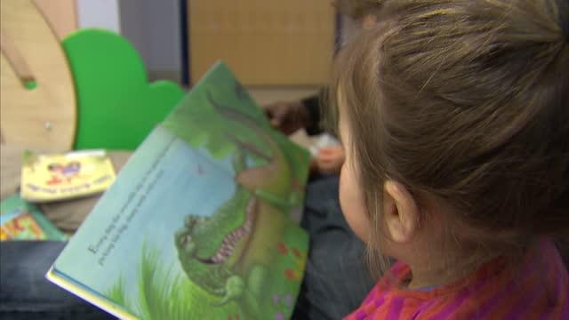 vídeos y material grabado en eventos de stock de interior shots anonymous children reading story book with nursery worker nursery school children on january 24, 2013 in london, england - ortografía