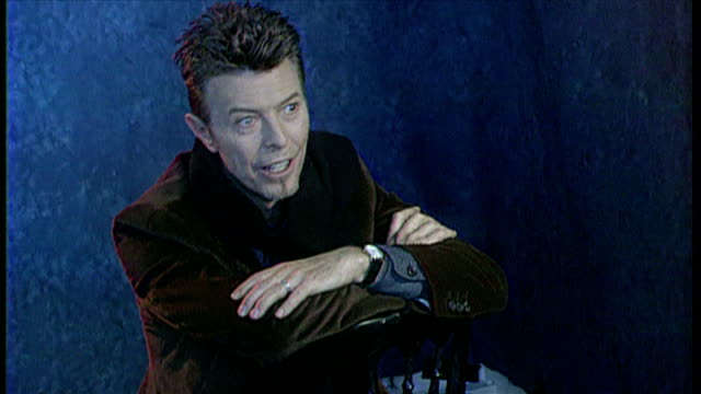 stockvideo's en b-roll-footage met interior shots backstage at the brits david bowie being interviewed and walking backstage on 19th february 1996 - david bowie