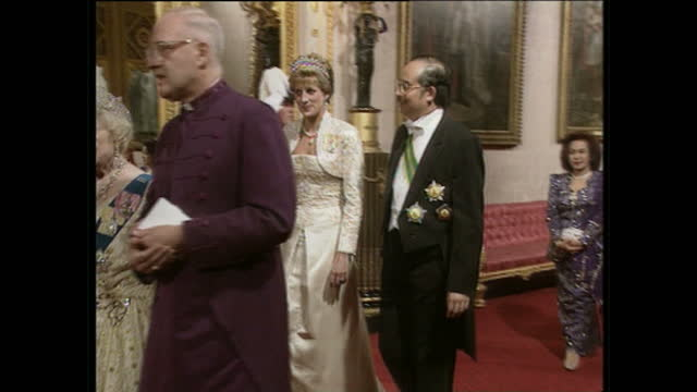 interior shots british royals attending state banquet for the yand dipertuan agong in buckingham palace queen elizabeth ii and malaysian head of... - crown headwear stock videos and b-roll footage