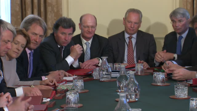 interior shots cabinet ministers gathered around table including david cameron nick clegg vince cable andrew lansley george osborne ken clarke iain... - 政治家 ケネス・クラーク点の映像素材/bロール