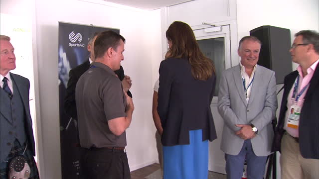 vidéos et rushes de interior shots catherine duchess of cambridge meets and chats with games organisers during the reception - agenda électronique