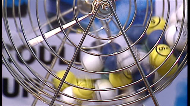 stockvideo's en b-roll-footage met interior shots, close-up of lottery balls in spinning cage on november 19, 1994 in london, england. - loterijlootje