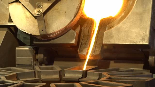 interior shots cortez goldmine operations production line for creating gold into bars on september 28 2017 in eureka nevada - barren geld und finanzen stock-videos und b-roll-filmmaterial