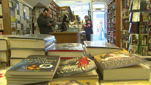 vidéos et rushes de interior shots customers browsing books in book shop book store on january 02 2014 in ely england - store