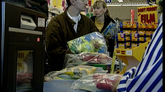 stockvideo's en b-roll-footage met interior shots customers paying for teletubbies dolls, the 1997 christmas craze toy at check-out tills. on november 25, 1997 in london, england. - pop speelgoed
