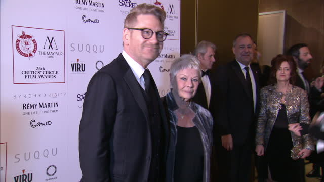 vidéos et rushes de interior shots dame judi dench actress and kenneth branagh actor posing for photographs on london critics circle film awards red carpet on january 17... - judi dench