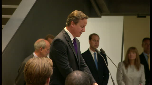 stockvideo's en b-roll-footage met interior shots david cameron speaking at museum congratulating their work talking about ww1 how it was fought crowd applauds at end of speech on july... - imperial war museum museum