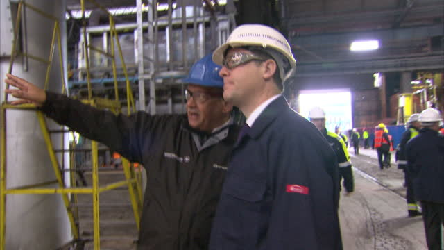 vídeos de stock, filmes e b-roll de interior shots deputy prime minister nick clegg in a hard hat chatting shaking hands with workers at an engineering plant interior shots nick clegg... - sheffield