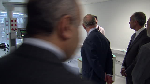 stockvideo's en b-roll-footage met interior shots dummy lying in hospital bed attached to drips and heart machine / interior shots prince charles walks into the simulation ward where... - aan elkaar bevestigd