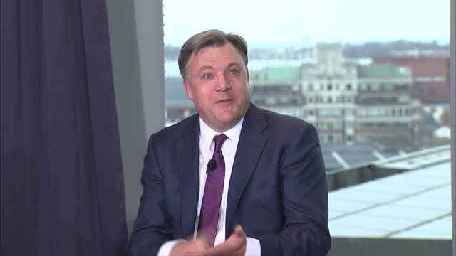 interior shots ed balls shadow chancellor answering question on when will labour apologise for the state it left the country in on march 23 2015 in... - チャンセラー点の映像素材/bロール