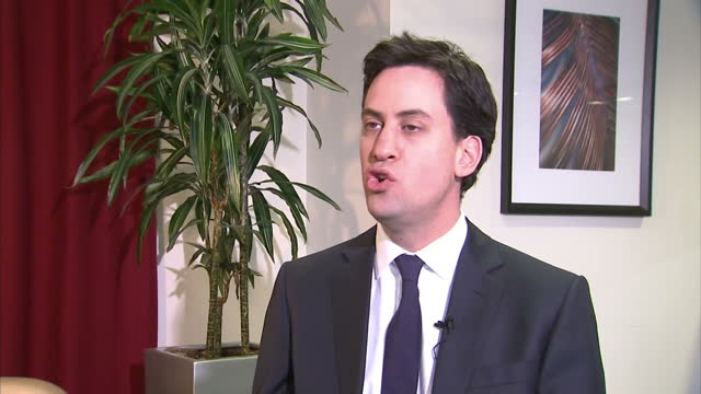 interior shots ed miliband mp labour leader talks about the horse meat scandal findus ed miliband talks about horsemeat scandal on february 09 2013... - 馬肉点の映像素材/bロール
