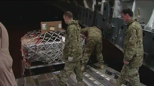 vidéos et rushes de interior shots equipment being loaded onto raf transport plane. interior shot renault army truck on board. interior shots medical amphibious army... - royal air force