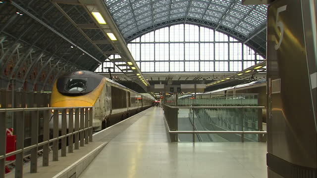 interior shots eurostar train pulls in to station man walks up to door people passengers alighting train with luggage interior ceiling of st pancras... - eurostar stock-videos und b-roll-filmmaterial