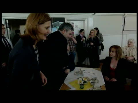 vidéos et rushes de interior shots gordon & sarah brown walk into community centre & meet & chat with pensioners. gordon brown visited kirkcaldy community centre, the... - centre culturel