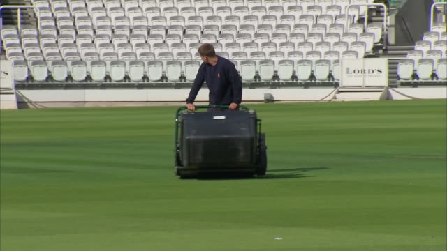 interior shots groundsman mowing grass at lords cricket ground on 11th august 2018 london england - sportplatz stock-videos und b-roll-filmmaterial