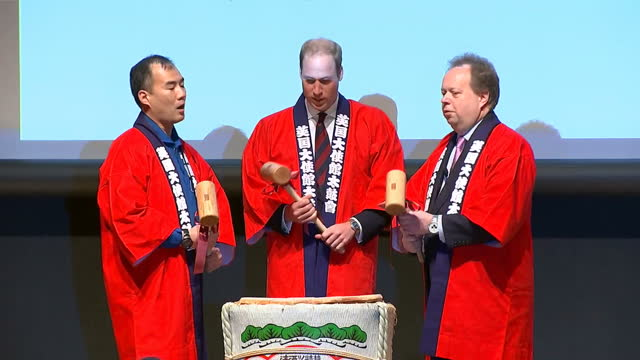 interior shots hrh prince william, duke of cambridge, dressed in a 'happi' coat, takes part in sake barrel breaking ceremony with japanese astronaut... - soichi noguchi astronaut stock videos & royalty-free footage