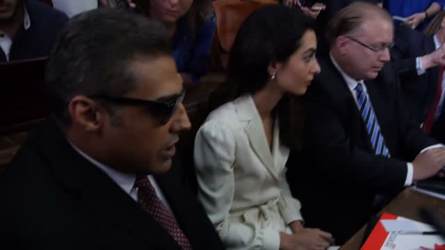 vidéos et rushes de interior shots human rights lawyer amal clooney and journalist mohamed fahmy in courtroom ahead of al jazeera journalists verdict on august 29 2015... - avocat juriste