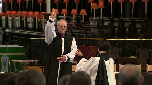 interior shots justin welby, archbishop of canterbury, reads prayer justin welby saying prayer at st paul's cathedral on february 04, 2013 in london,... - archbishop of canterbury stock videos & royalty-free footage
