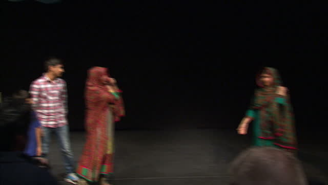interior shots malala being joined on stage by her family and standing together for a photo opportunity on stage on october 10 2014 in birmingham... - ノーベル平和賞点の映像素材/bロール