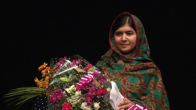 interior shots malala yousafzai holding a bouquet of flowers after giving her speech to the media on october 10 2014 in birmingham england - ノーベル平和賞点の映像素材/bロール