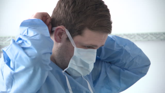 vidéos et rushes de interior shots medics put of personal protective equipment ppe face mask protective gowns on 22 april 2020 in scotland united kingdom - nhs anglais