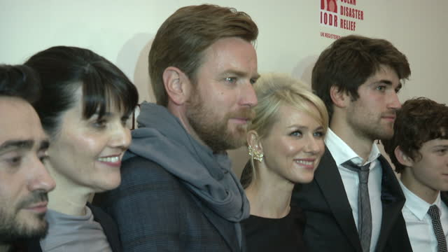 interior shots naomi watts poses on the red carpet interior shots the cast crew of the impossible all pose together including naomi watts ewan... - juan antonio bayona stock videos and b-roll footage