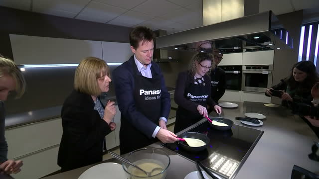 interior shots nick clegg liberal democrat leader makes pancakes during visit to panasonic manufacturing site on march 31 2015 in cardiff united... - ニック クレッグ点の映像素材/bロール
