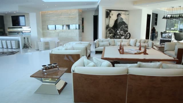 vidéos et rushes de interior shots of 1181 n hillcrest road, an eight bedroom, 15 bath mansion at trousdale estates in beverly hills, california, us, shot pans across a... - beverly hills