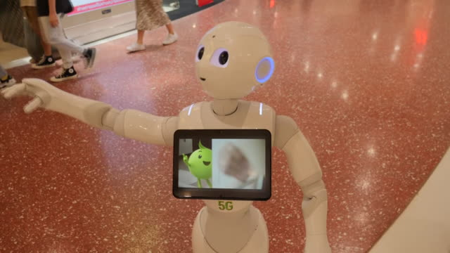 THA: Robots being used in Thai shopping malls in the fight against COVID-19