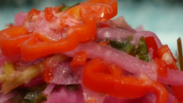 interior shots of a chef arranging an elaborate salad featuring fresh chillies and coiander on a plate in a domestic kitchen on 14 november 2017 in... - chilli con carne video stock e b–roll