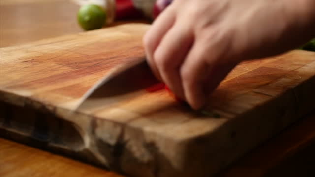 interior shots of a chef chopping up chillies in a kitchen on 14 november 2017 in london united kingdom - chilli con carne video stock e b–roll