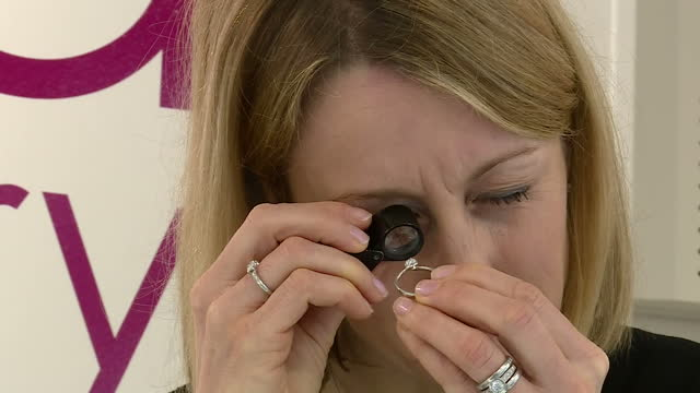 interior shots of a female jeweller at work in a jewellery shop examining diamonds through a magnifying glass on january 17 2017 in basingstoke... - tjänstekvinna bildbanksvideor och videomaterial från bakom kulisserna