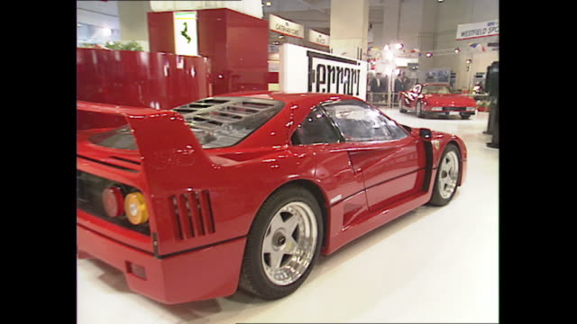 vídeos y material grabado en eventos de stock de interior shots of a ferrari f40 car on display at the 1989 earls court london motor show on 18 october 1989 in london united kingdom - ferrari